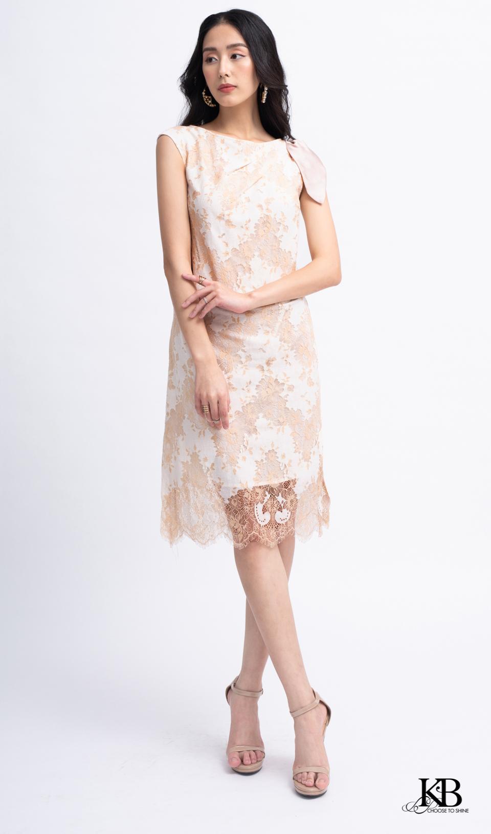 Đầm vai rúm nơ xẻ gấu