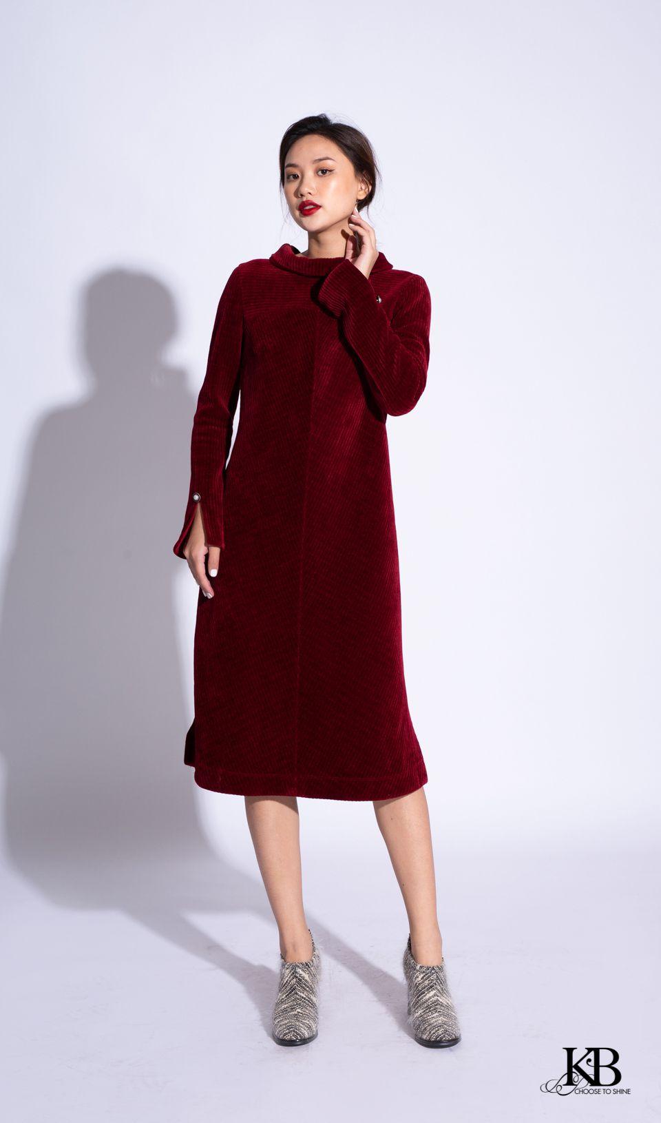 Đầm cổ cao có mặt đai  trang trí bênh đáp