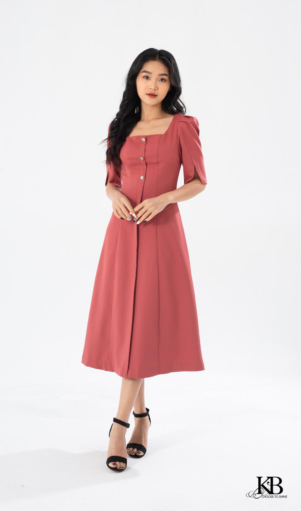 Đầm dài xòe cổ vuông tay ngắn bồng xẻ