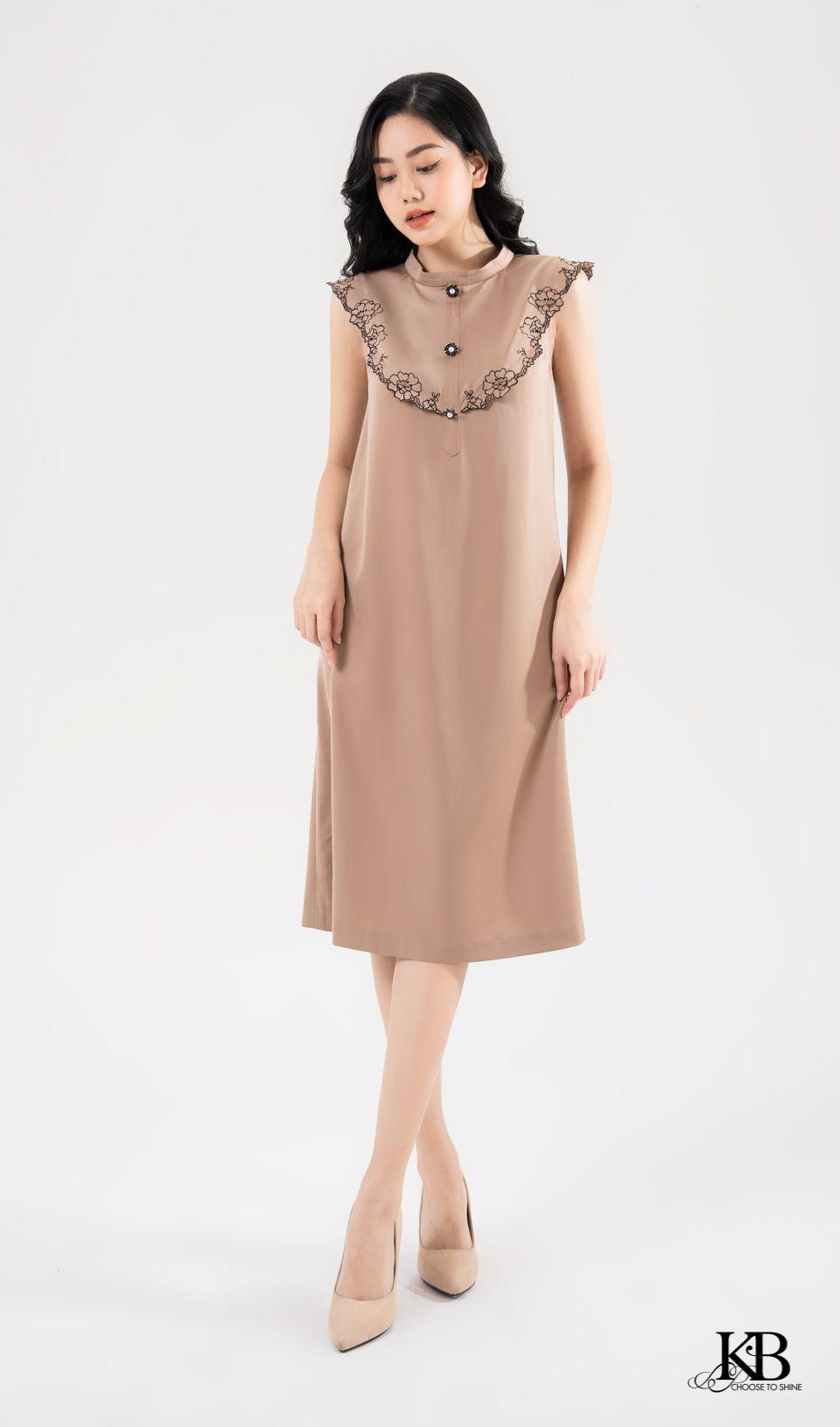 Đầm nẹp cổ có bô đê.